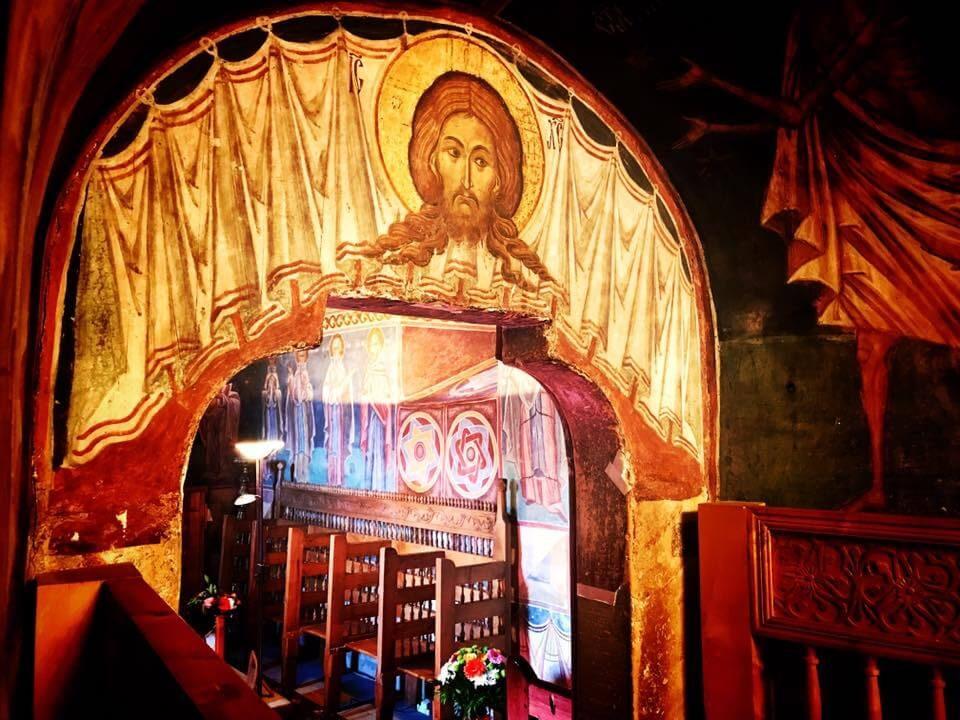 14 Interior Voronet Isus