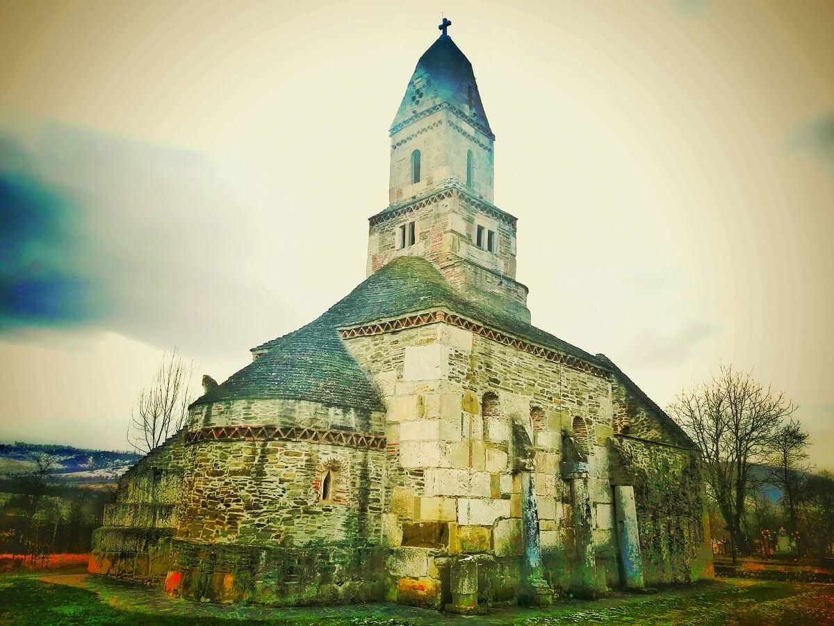 Cea mai veche biserica din lume in care se slujeste Densus