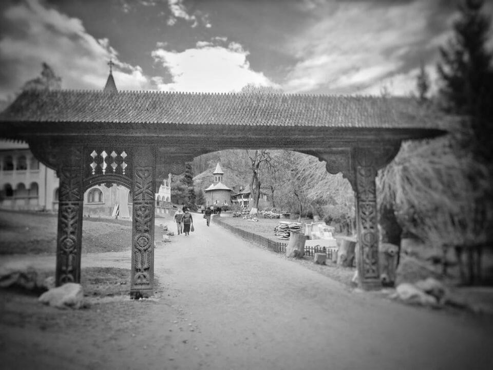 Mănăstirea Prislop, o poartă deschisă spre rai…