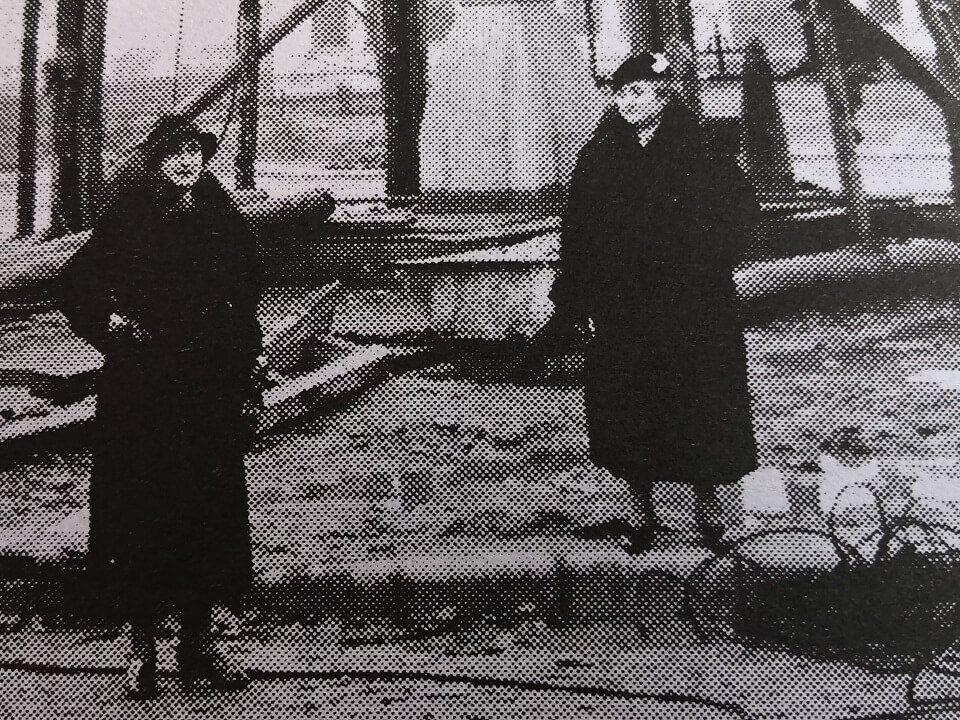 8 Primele admiratoare ale Coloanei. Mama și mătușa inginerului Gorjan
