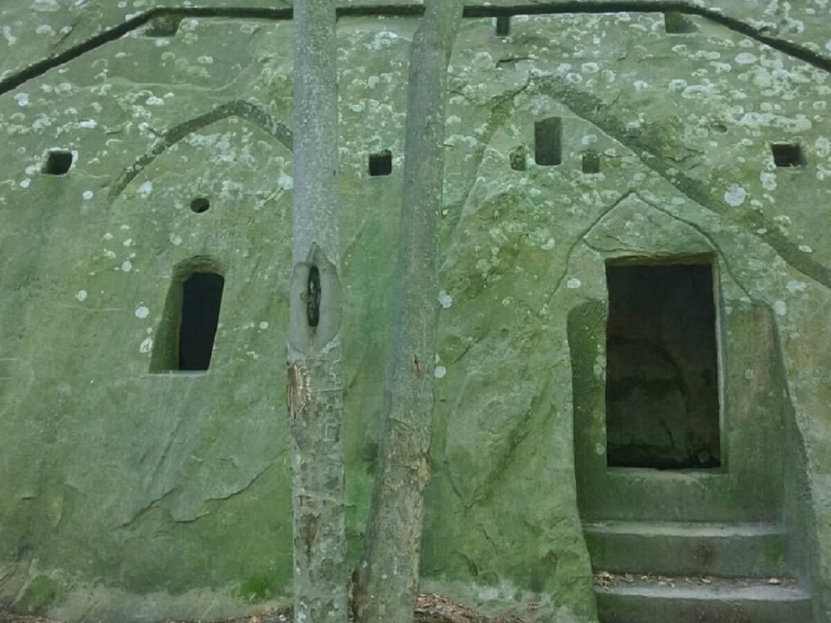 Manastirile Rupestre din Tara LUANEI