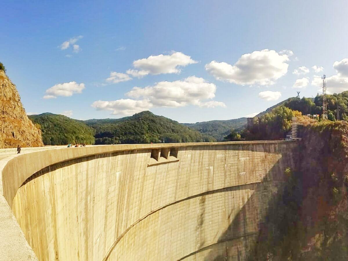 Barajul Vidraru spate