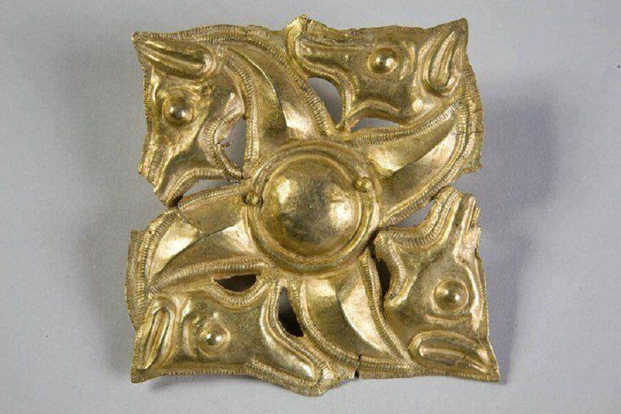 Tezaurul Princiar al Frăției Getice (Băiceni-Cucuteni) Svastică zoomorfă sec. V î.Hr.