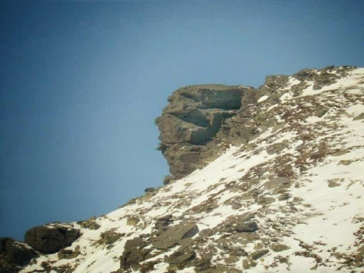 31. b Sfinxul din Paltina