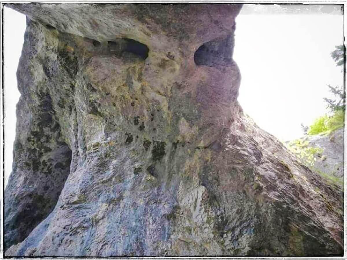 34. Urieșul de la Podul din Scocul Urzicarului