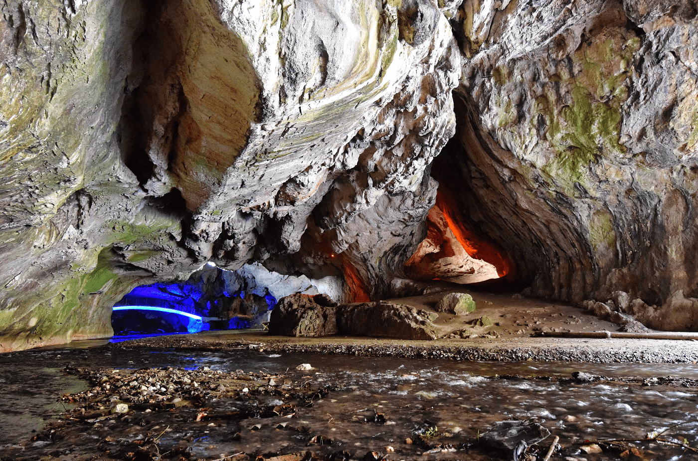 Diamantul negru Peștera BOLII Valea JIULUI