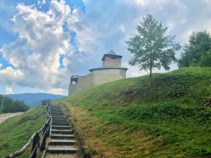 Cetatea de la Mălăiești, primul monument medieval din județul Hunedoara featured