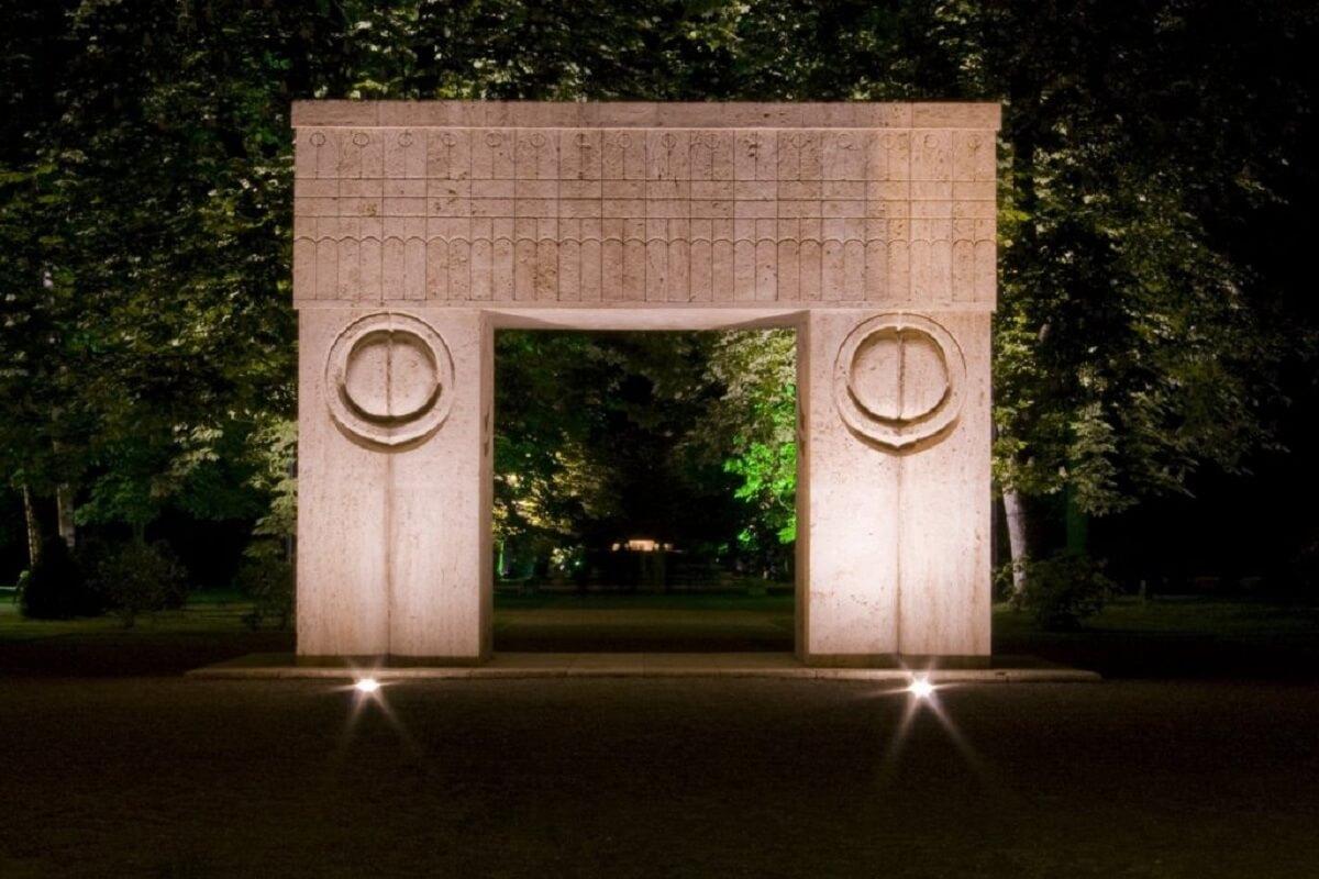 Poarta Sărutului Povestea Locurilor