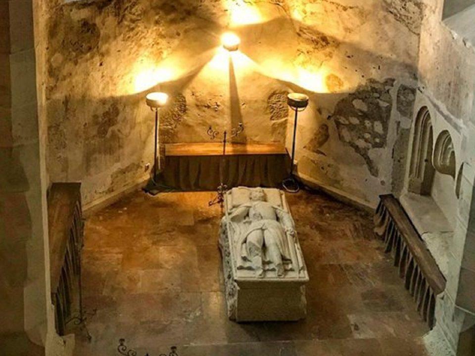 Mormantul-lui-Iancu-de-Hunedoara-Castelul-Corvinilor-Povestea-Locurilor