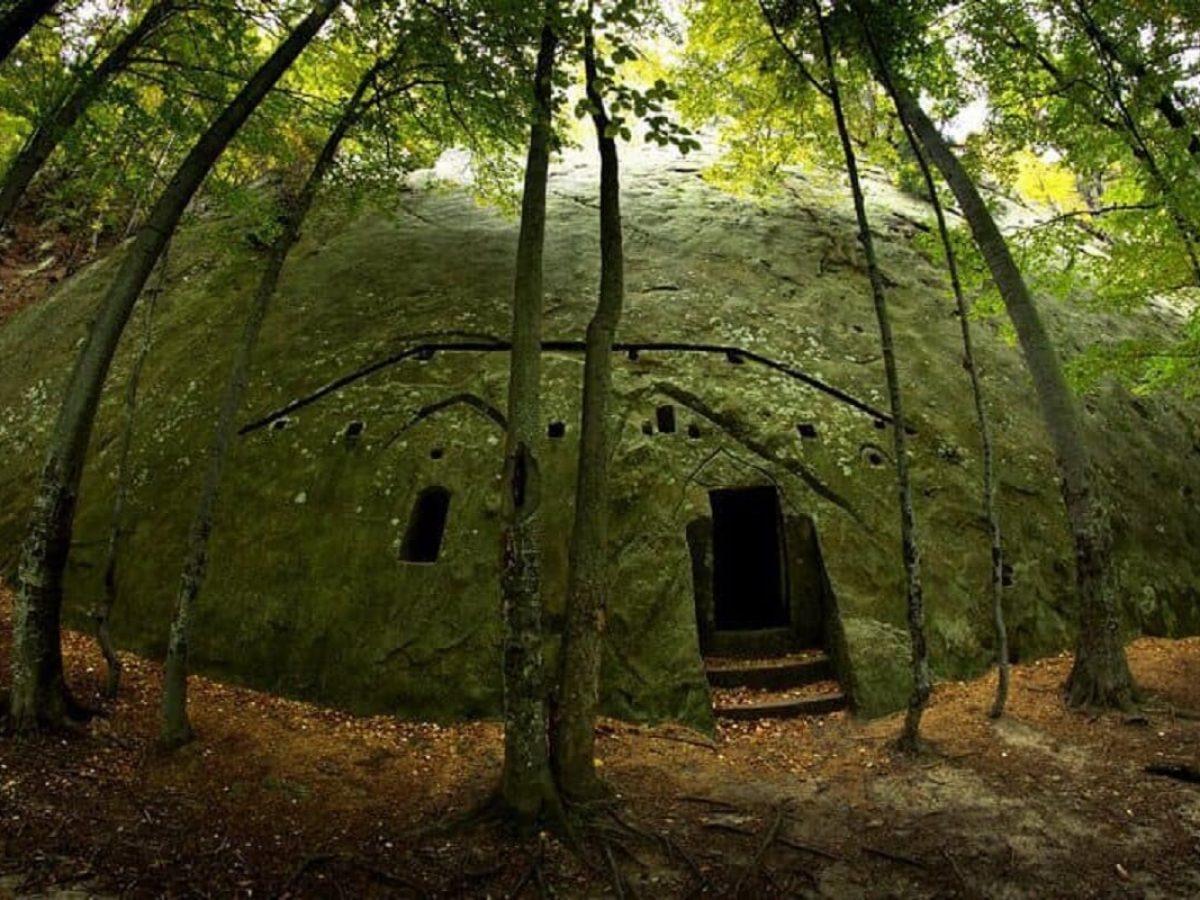 Mănăstirile Rupestre din Munții Buzăului