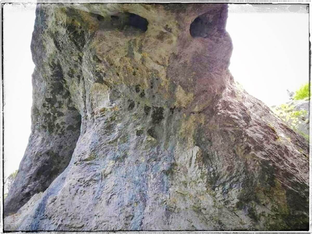 Uriasii din Valea HIPERBOREEI Valea Sfincsilor din piatra