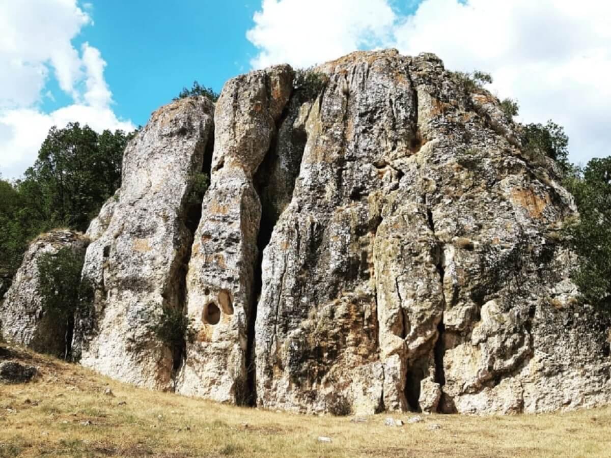 Uriasul din Cheile DOBROGEI Pelasgia