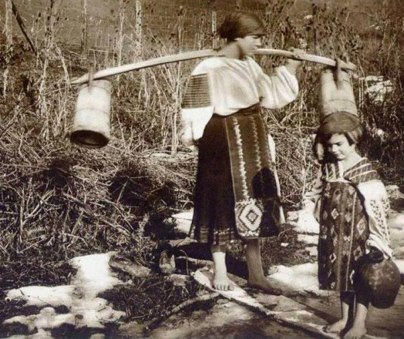 romburi suprapuse în satul românesc
