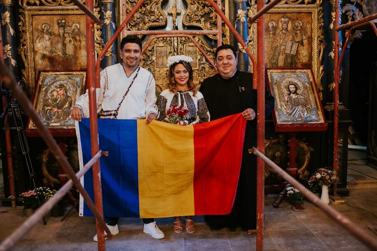 IA Romaneasca in portul popular